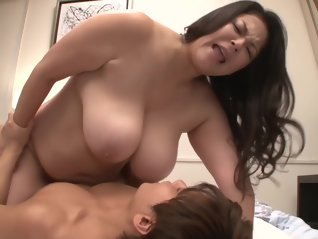 plump , voss-173 , widow , seduces , neighbors , bra